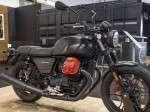 01-moto-guzzi-v7-iii-carbon