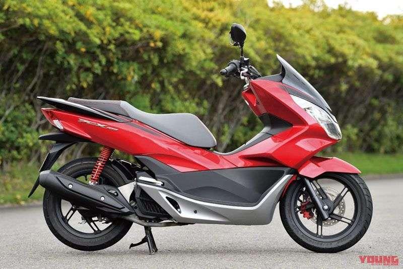 (2017 Honda PCX150. Spec Jepang. Harga: $3325-$3365). PCX 125cc diperkenalkan pada tahun 2010, dan pada tahun 2012, PCX 150cc turut dirilis ke pasar. Pada tahun 2014 dilakukan perubahan model untuk PCX. Foto diatas adalah PCX model 2017, dengan kaliper depan warna merah.