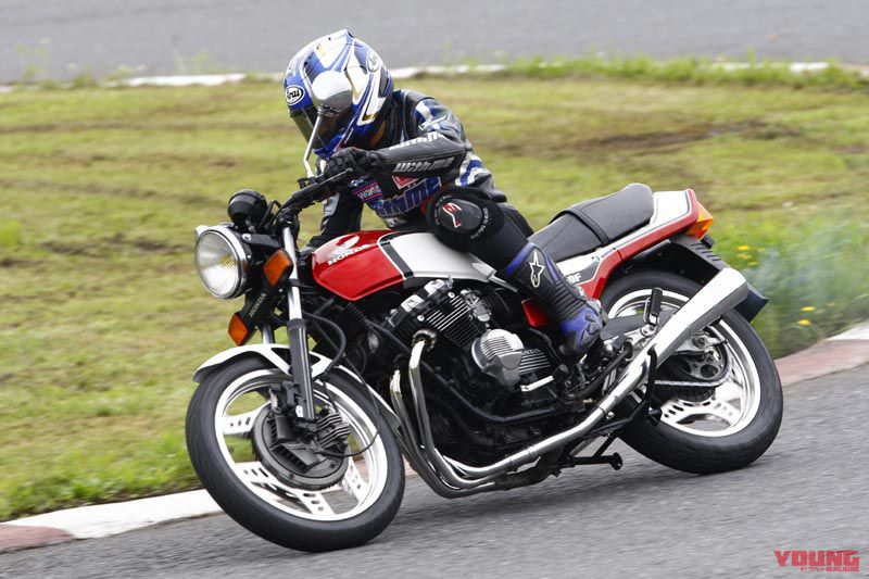 Hiroshi Maruyama juga melakukan test ride CBX400F: motor Honda 400cc yang keluar setelah motor-motor 400cc produksi Kawasaki, Yamaha, dan Suzuki.
