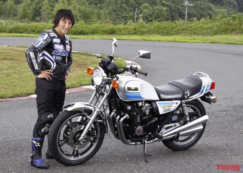 Hiroshi Maruyama kembali bersanding dengan XJ400D yang hadir dalam warna yang berbeda. Ketika foto ini diambil, ia sudah berusia 45 tahun.