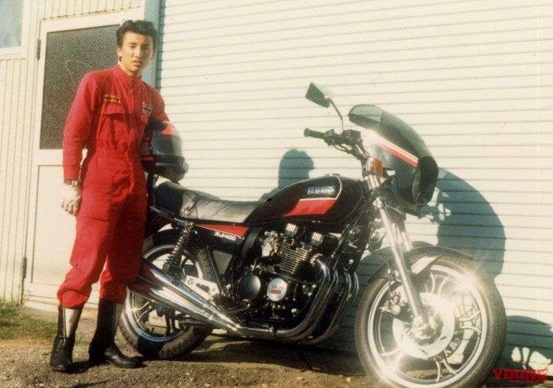 Hiroshi Maruyama yang saat itu masih berusia 17 tahun melakukan test ride XJ400D yang dirilis pada tahun 1981. Ini motor pertama yang dimiliki pada zaman SMA dulu.