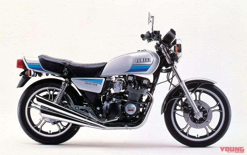 [Yamaha XJ400D dirilis tahun 1981] Memakai knalpot 4 silinder dan dilengkapi fuel gauge.
