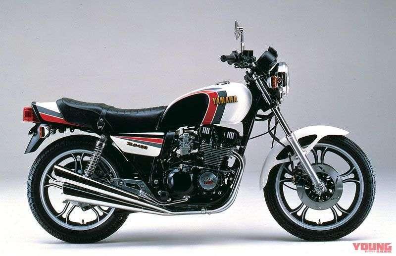 [Yamaha XJ400D dirilis tahun 1982] Tersedia warna white x red edisi spesial YSP. Selain warna, tidak ada spek yang berubah (spek standar).