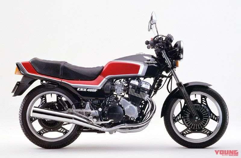 [Honda CBX400F dirilis pada bulan Oktober 1984] Ada dua tipe yang diproduksi ulang. Selain white x red, tersedia pula black x red. Memakai Blackcom Star Wheel.