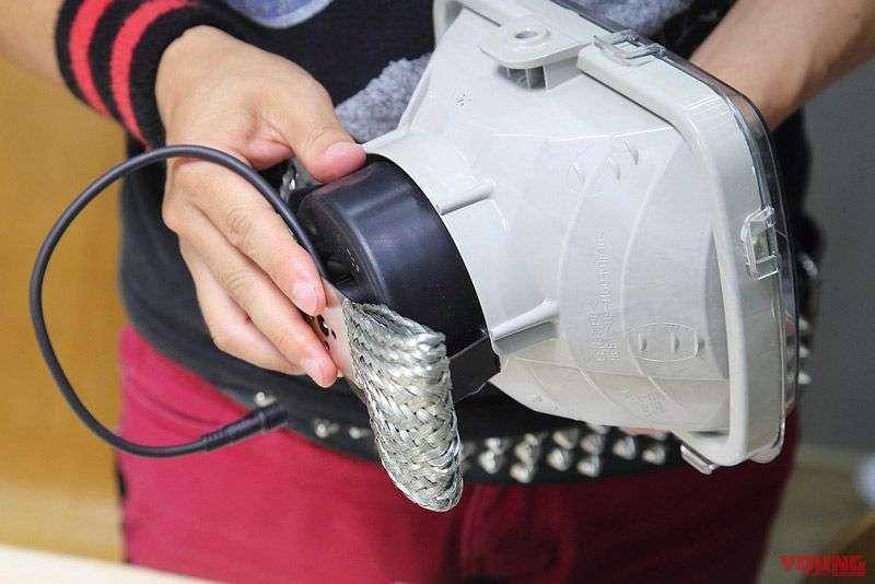 Kelebihan dari LED RIBBON adalah produk ini dapat dipasang tanpa harus memasang karet boot anti air. Sebagai hasilnya, debu dan uap dapat dihalangi untuk masuk ke dalam lampu depan. Selain itu, kerusakan di bagian dalam mika dan reflektor juga dapat dihindari.