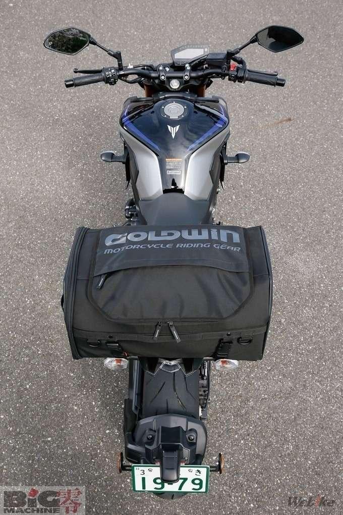 ▲ X-Over Rear Bag 35. Berukuran 31 x 50 x 25 cm. Cocok untuk touring dan camping dengan ruang penyimpanan pas untuk tenda kecil.