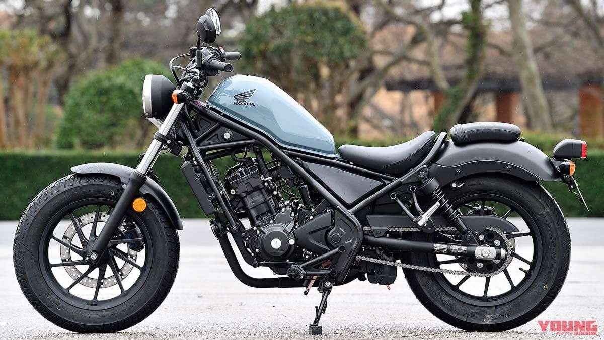Honda Rebel 250 ABS 2019. Spesifikasi utama: 2190 mm, lebar keseluruhan 1090 mm, tinggi keseluruhan 1090 mm, jarak sumbu roda 1490 mm, ketinggian jok 690 mm. Berat: 170 kg, mesin: DOHC 4 katup silinder tunggal 4-tak berpendingin cair, kapasitas: 249cc, output power: 26ps/9.500 rpm, torsi: 2,2 kg-m/7.750 rpm, transmisi: 6-gear tipe return, kapasitas tangki bahan bakar: 11 L. Rem depan: cakram, rem belakang: cakram. Ban depan: 130/90-16, ban belakang: 150/80-16. Harga sekitar 72 juta Rupiah. Warna: Silver, Brown, Gray, Black
