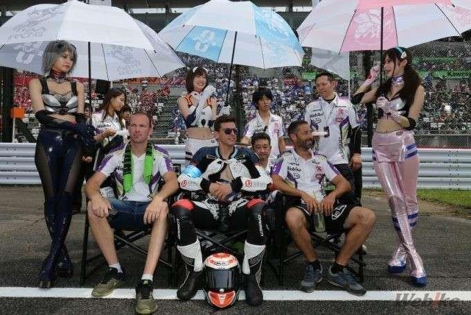 pembalap dan umbrella girl ev rt webike tati team trick star suzuka 8 hours 2019