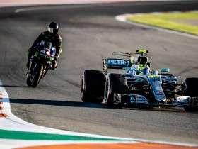 Aksi Lewis Hamilton dan Valentino Rossi