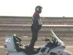 Pria Irak Berdiri di atas Motor Guinness World Record