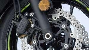 Sistem Pengereman Depan Kawasaki Ninja 650 ABS KRT Edition 2020