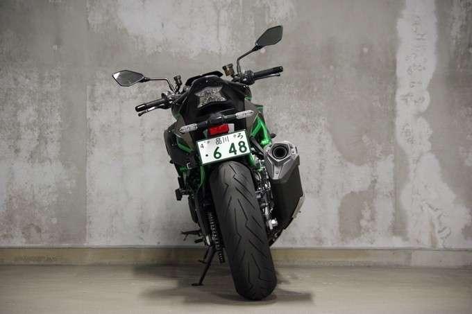 Kawasaki Z H2 Tampak Belakang