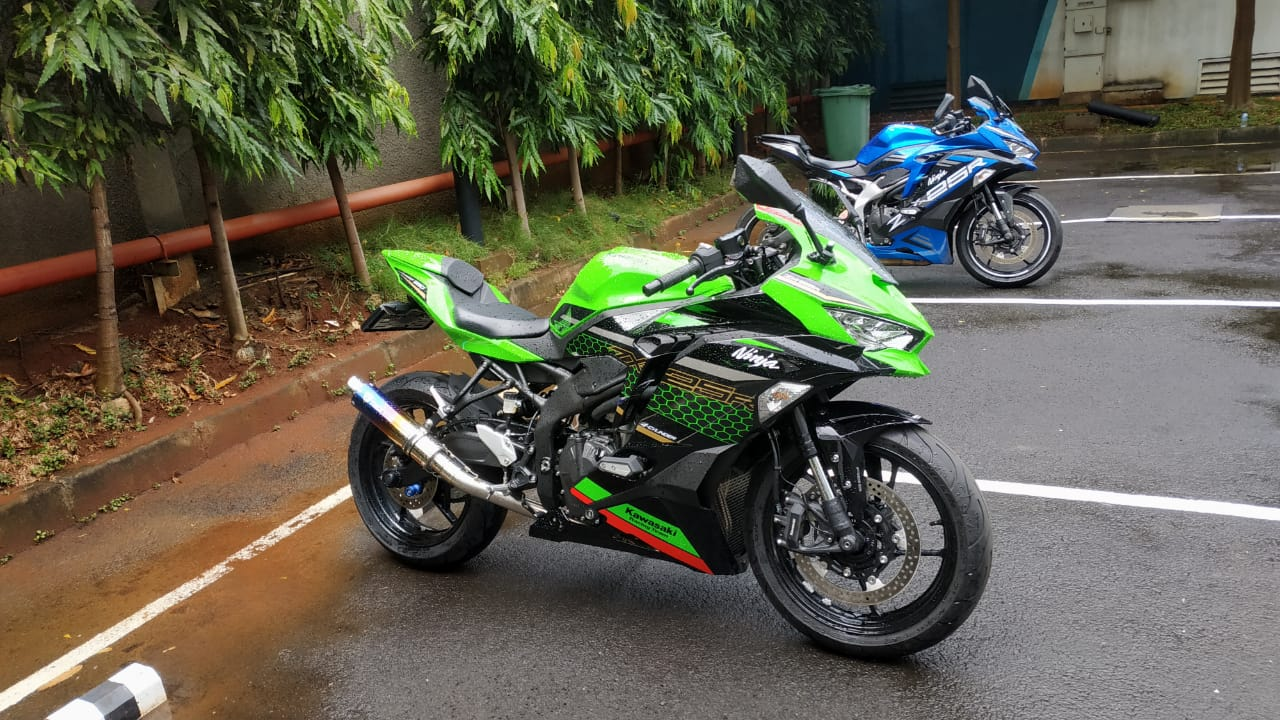 Perbandingan harga knalpot modifikasi Kawasaki ZX25R Trick Star Webike Indonesia